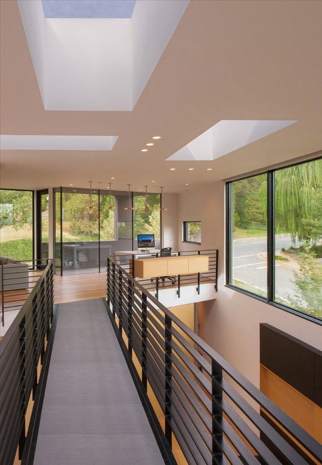 Planos de casa en terreno triangular fachada e interiores for Se puede dividir un piso en dos