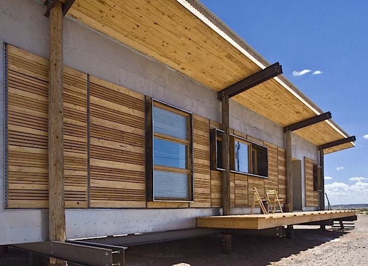 Dise o de casa peque a reciclada materiales construcci n - Casas de materiales ...