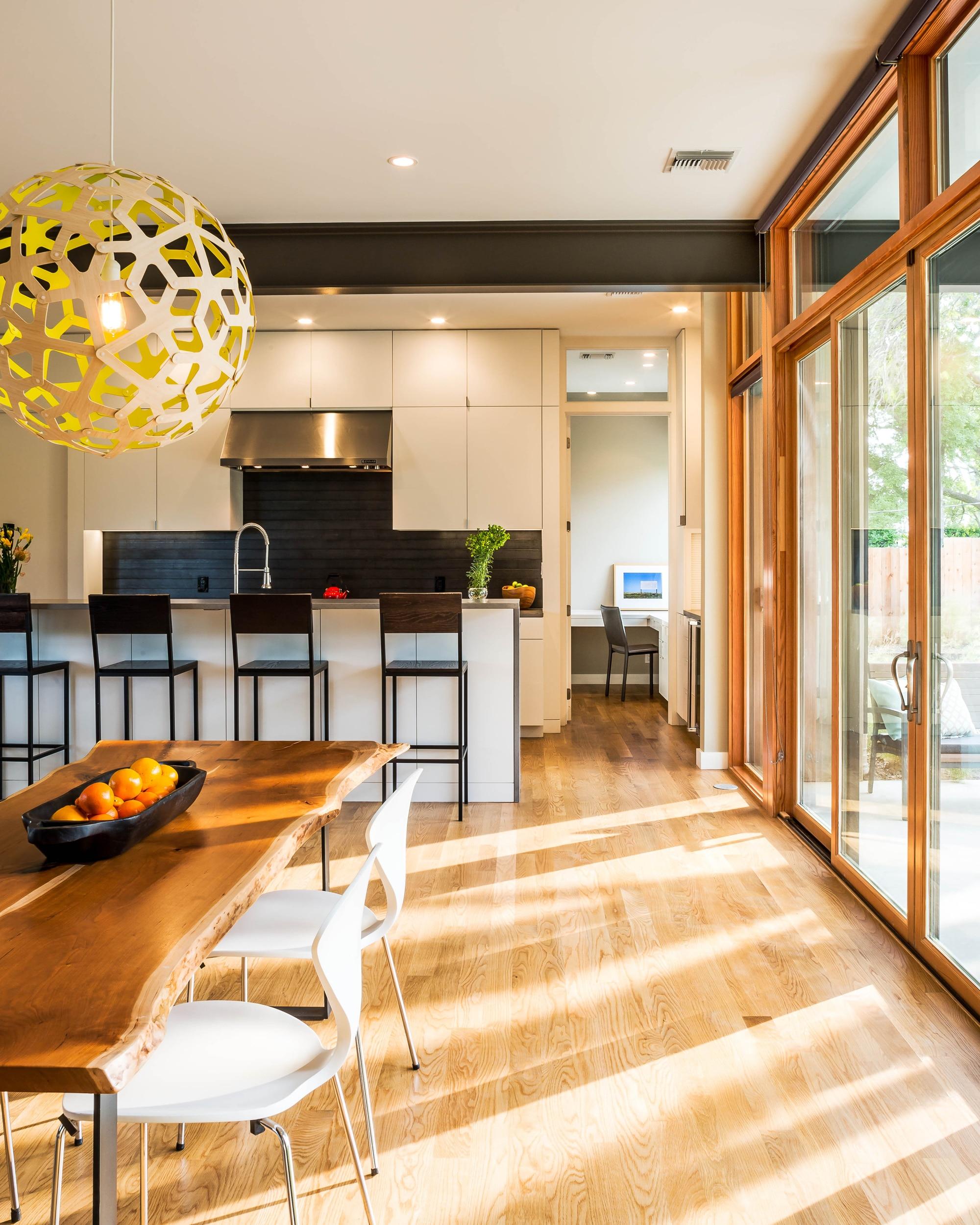 Planos de casa de dos pisos grande fachada e interiores for Casa minimalista interior cocina