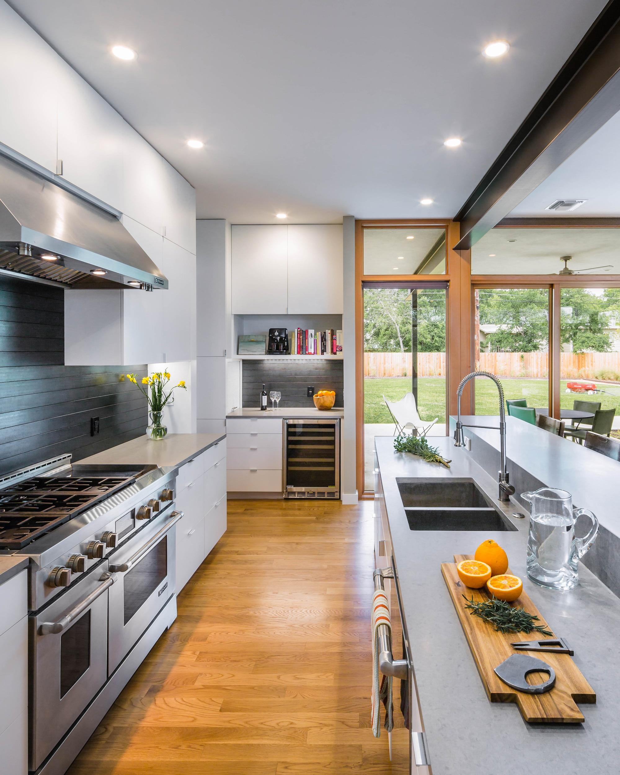 Planos de casa de dos pisos grande fachada e interiores for Frentes de muebles de cocina