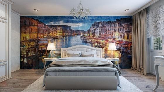 Diseño de dormitorio con gran cuadro decorativo en la pared