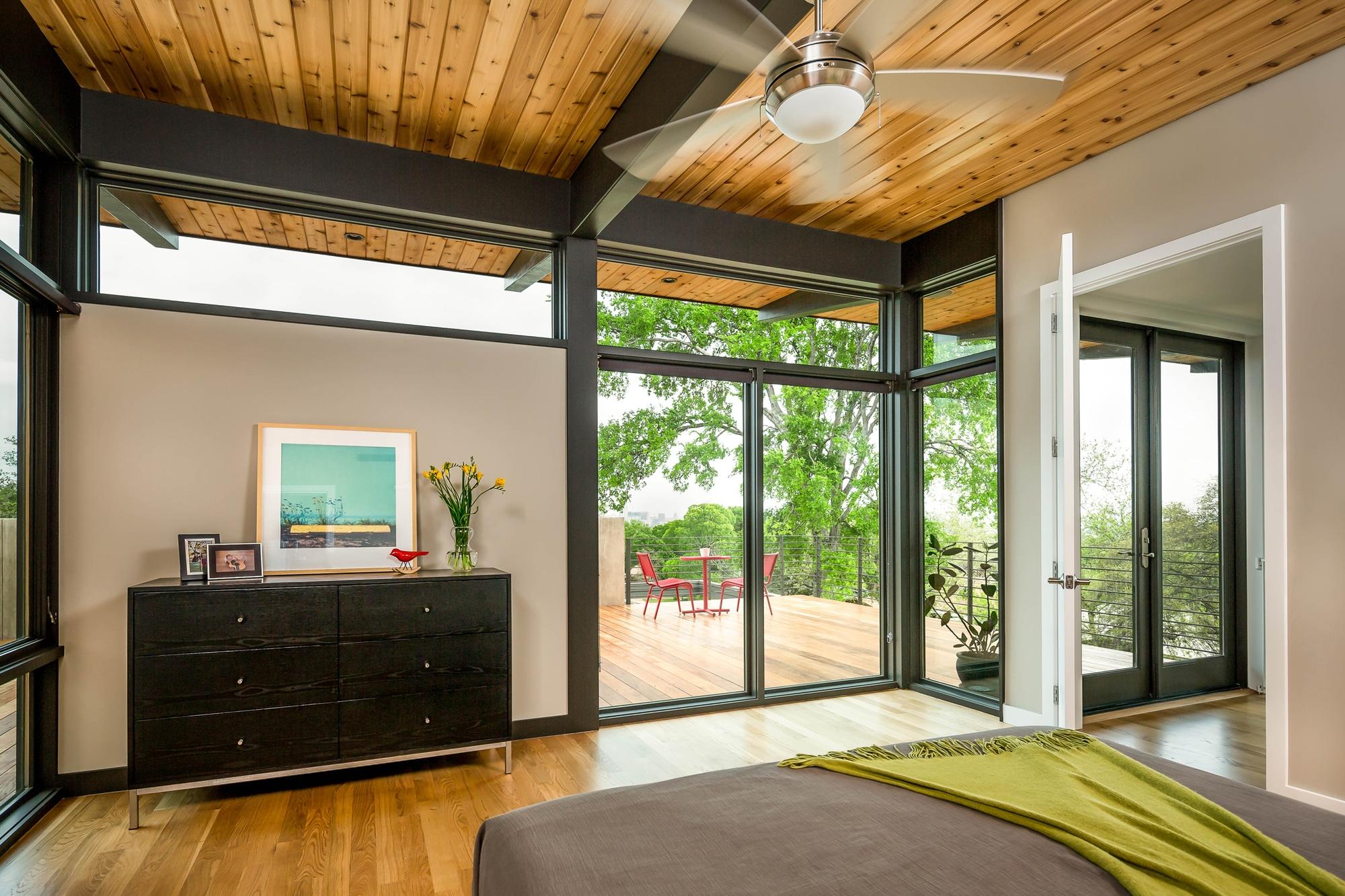Planos de casa de dos pisos grande fachada e interiores for Pisos para dormitorios modernos