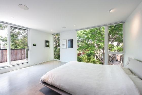 Diseño de dormitorio principal en color blanco