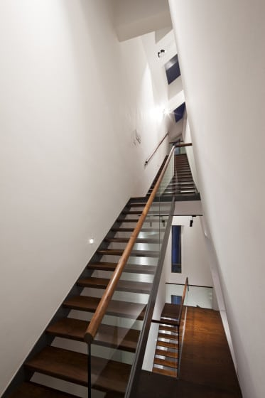 Diseño de escaleras casa tres pisos