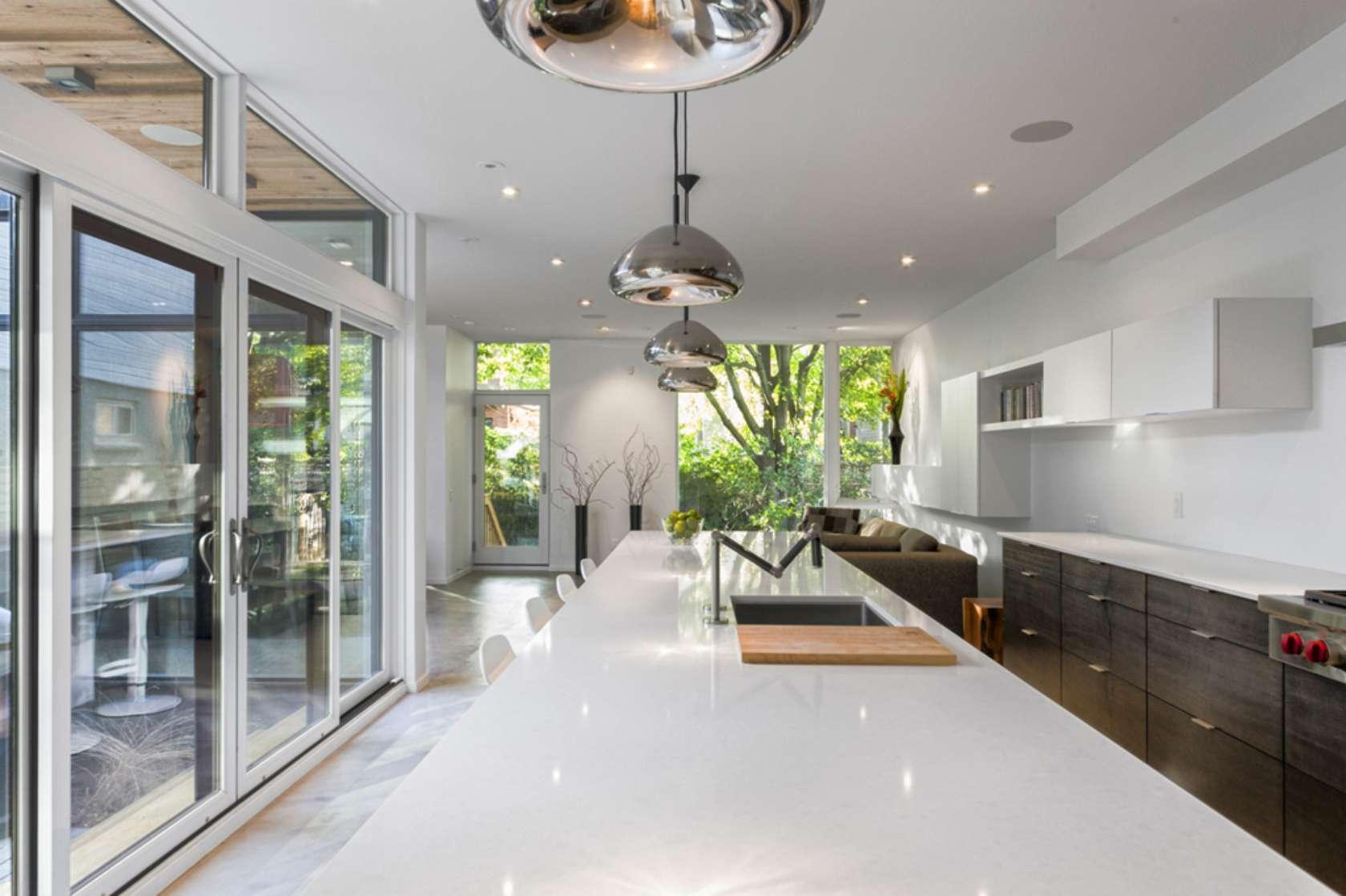 Dise o de casa de dos plantas en esquina fachada e for Household design firm