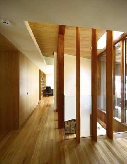 Barras de madera y vidrio como protección