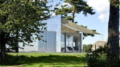 Photo of Diseño de moderna casa de metal de un piso, fachada e interiores luminosos