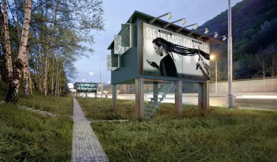 Fachada de casa triangular con publicidad