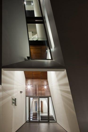 Iluminación del acceso principal de las escaleras