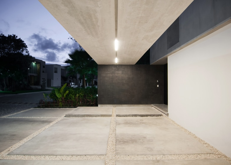 Dise o de casa minimalista de dos pisos planos y fachadas for Cemento pulido exterior