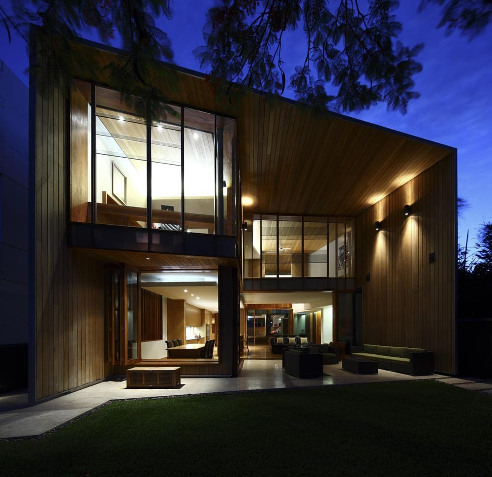 Dise o de casa moderna de dos plantas fachada e - Iluminacion de exterior ...