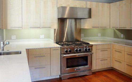 Muebles de cocina de madera en tono natural