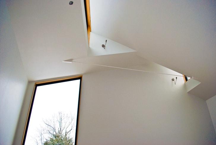 Dise o de casa pasiva de dos pisos fachada y planos for Ventana en el techo