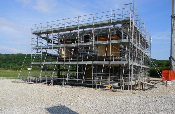 Construcción de casa ecológica  de energía solar