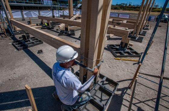 Construcción de bases y columnas de madera