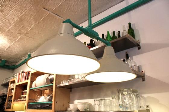 Detalle de lámparas de de techo decoración industrial