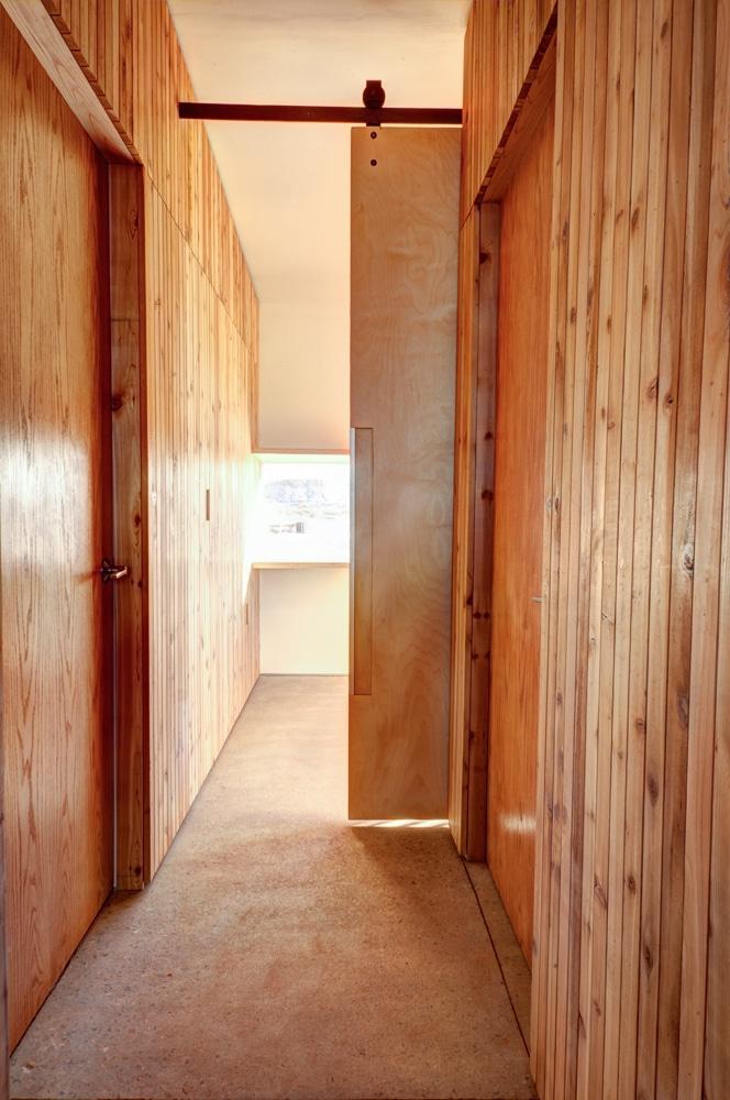 Plano de casa peque a con moderna fachada m s interiores - Madera para pared interior ...