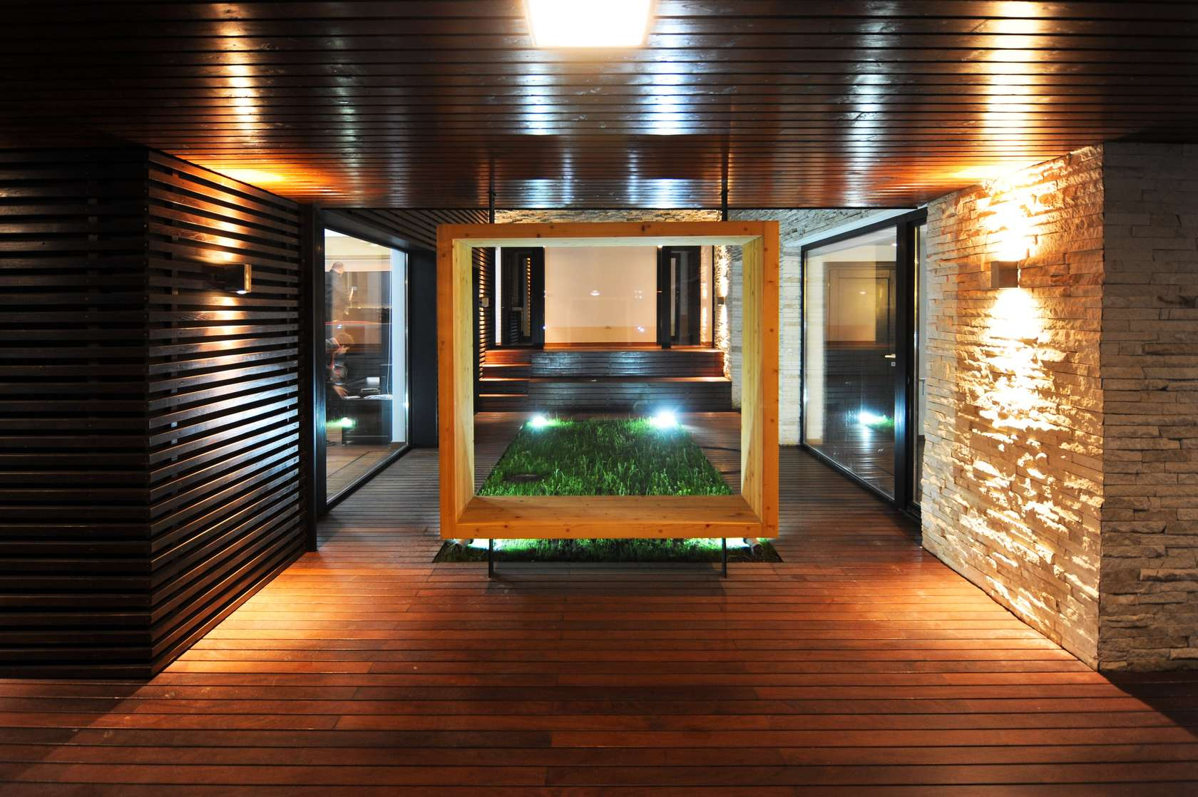Dise o de casa moderna de dos pisos fachadas y planos for Pisos interiores de casas modernas