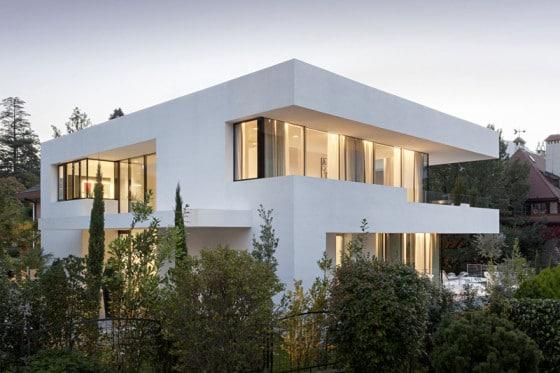 Moderno diseño de casa de dos pisos