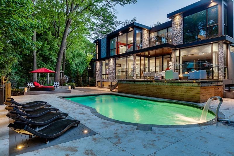Casa de dos pisos planos y decoraci n construye hogar for Planos de casas con piscina