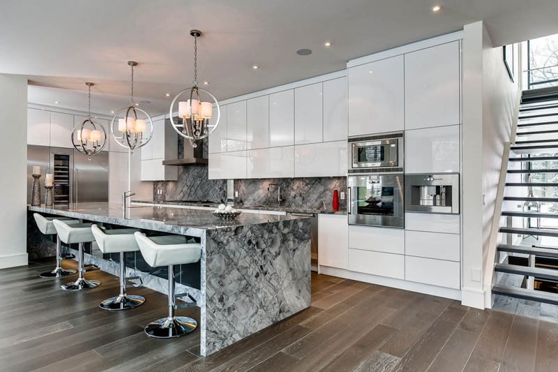Casa de dos pisos planos y decoraci n for Elemento de cocina negro