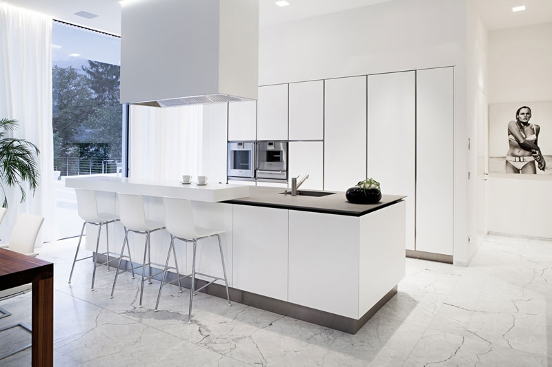 acrylic countertops ikea with Moderna Casa Dos Pisos on Dark Kitchen Cabi s likewise 566679565593500996 additionally Moderna Casa Dos Pisos further bine9 besides Kitchen Layout Ideas With Breakfast Bar.