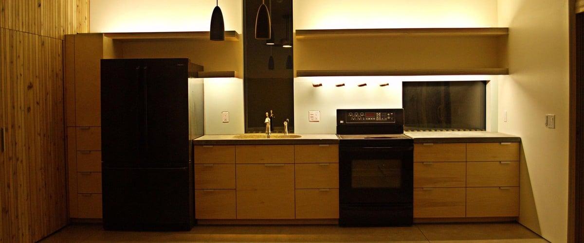 Plano de casa peque a con moderna fachada m s interiores for Modelos de cocinas pequenas para apartamentos