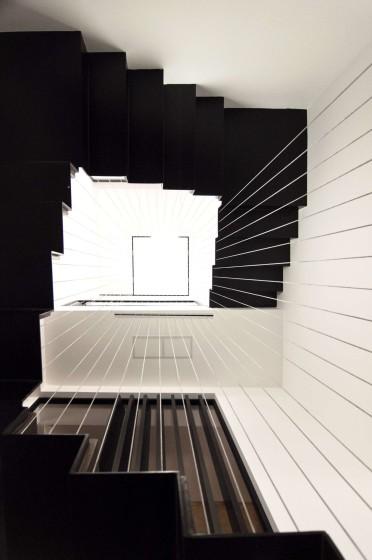 Diseño de escaleras modernas en color negro