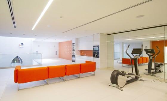 Diseño de gimnasio moderno en casa