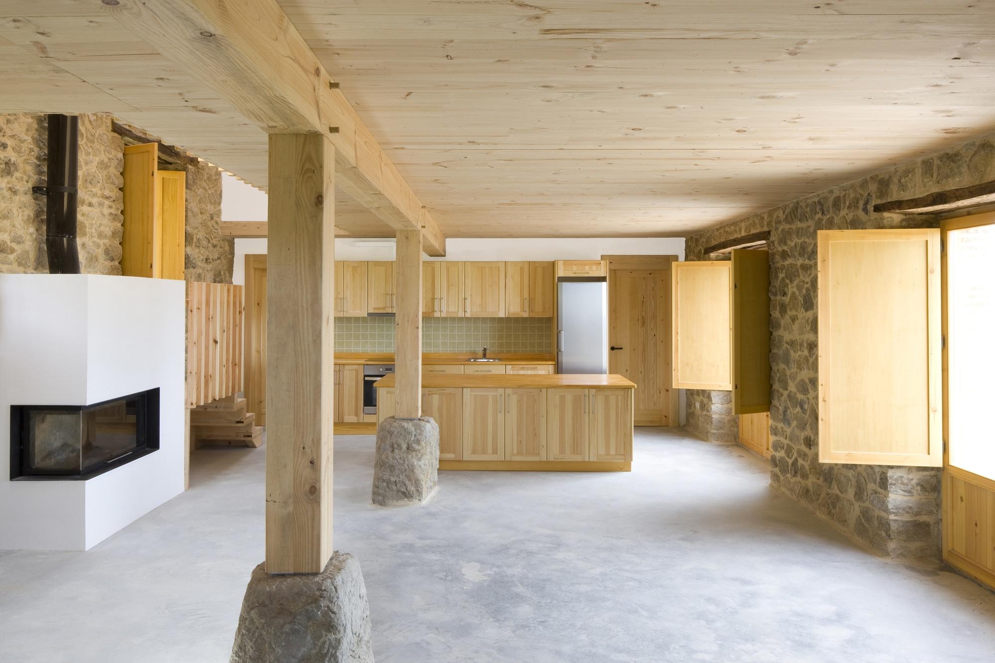 Dise o de casa r stica de piedra planos for Interior de la casa de madera moderna