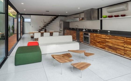 Dise o de casa larga y angosta con planos y fachada for Quiero disenar mi cocina