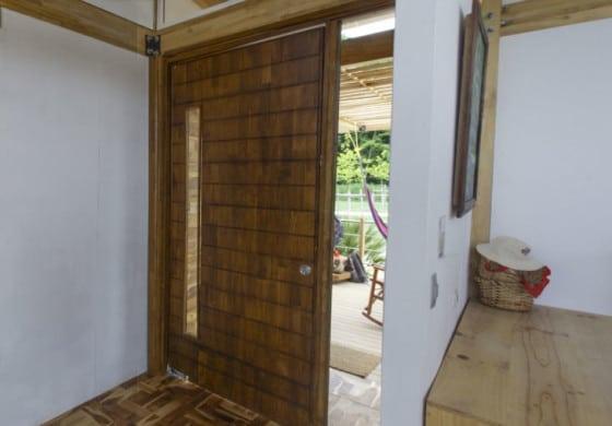 Diseño de puerta grande de ingreso principal