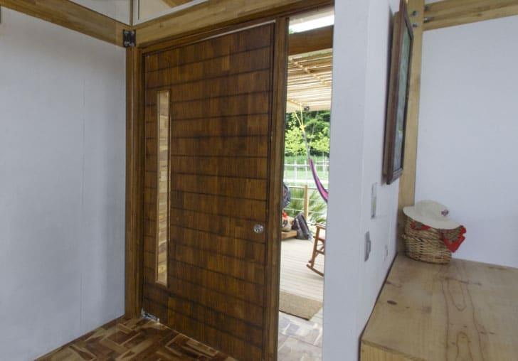 Dise o de casa peque a de madera autosustentable for Diseno puerta principal