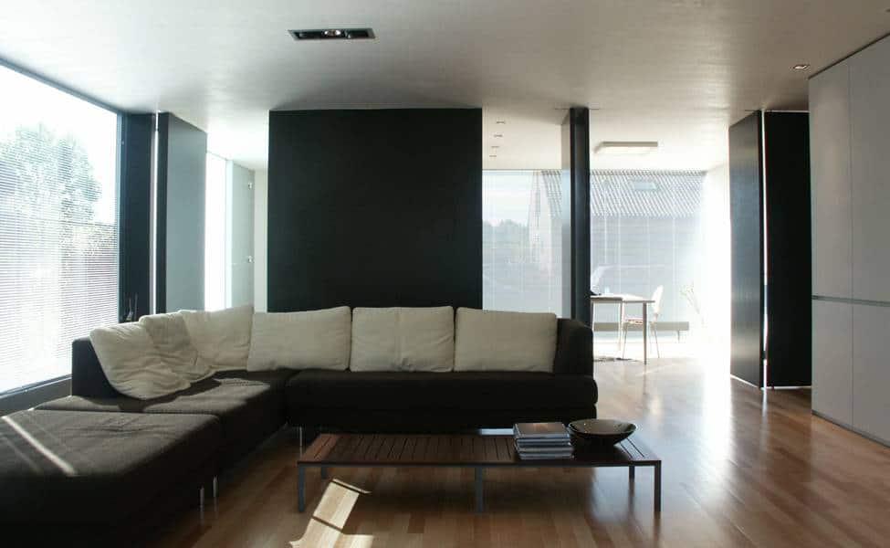 Casa de dos pisos sencilla dise o fachada e interiores for Diseno de pisos interiores