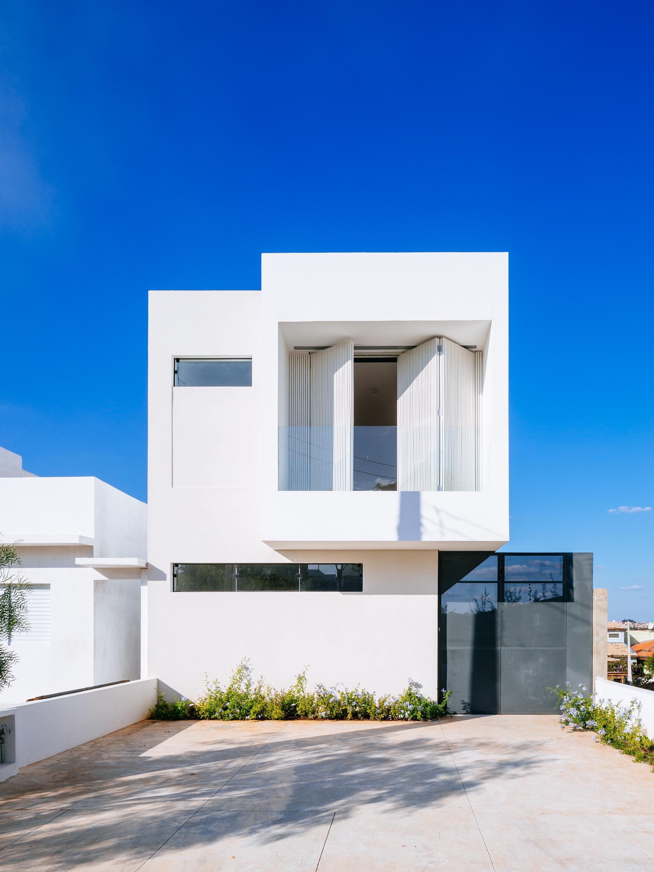 Sencilla casa de dos pisos con planos y dise o de interiores Fachadas de casas modernas de dos pisos minimalistas
