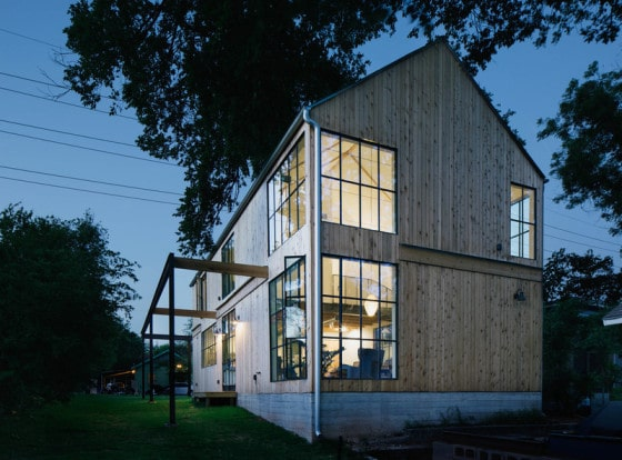 Fachada lateral de casa de campo