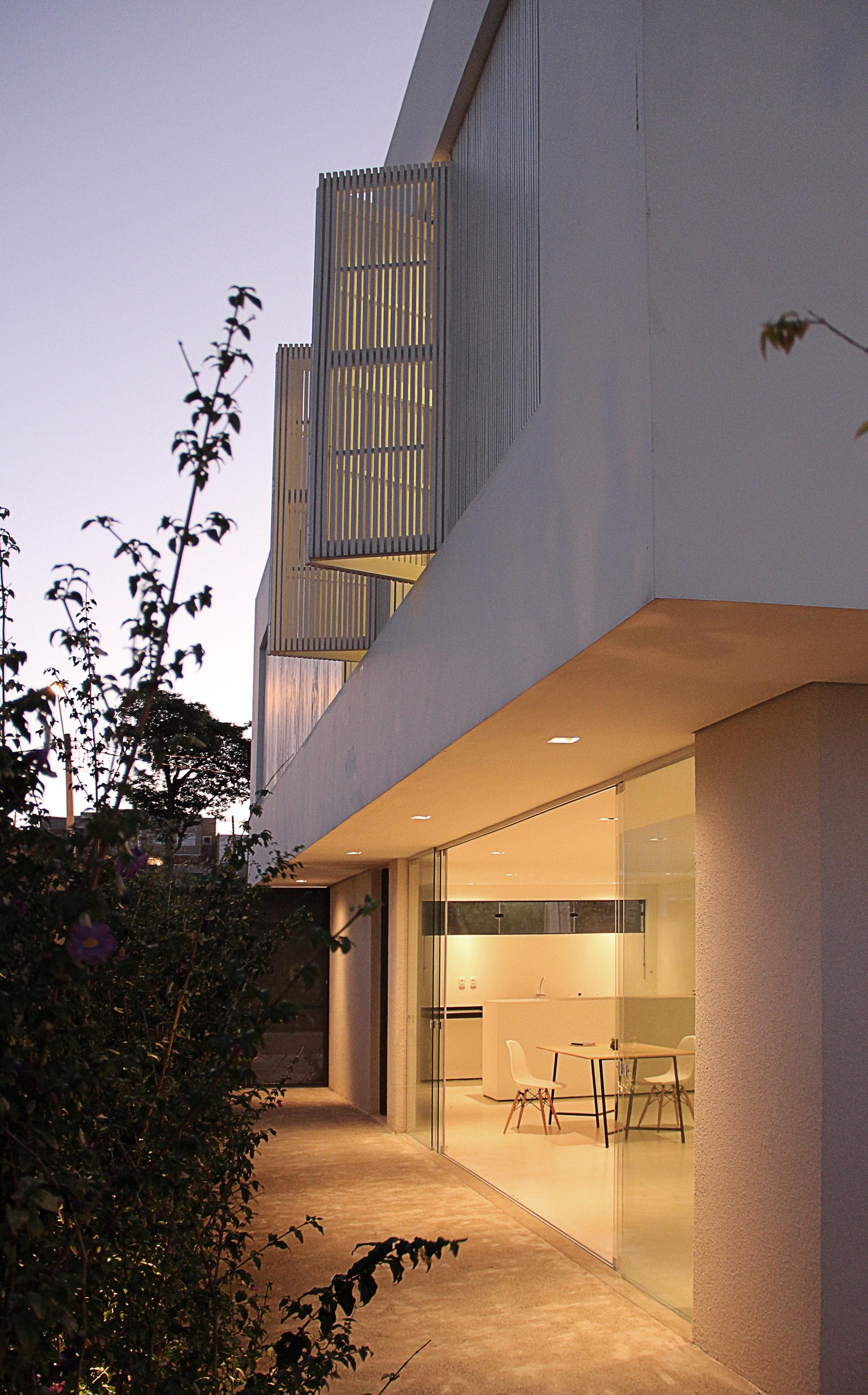 Sencilla casa de dos pisos con planos y dise o de for Para su casa