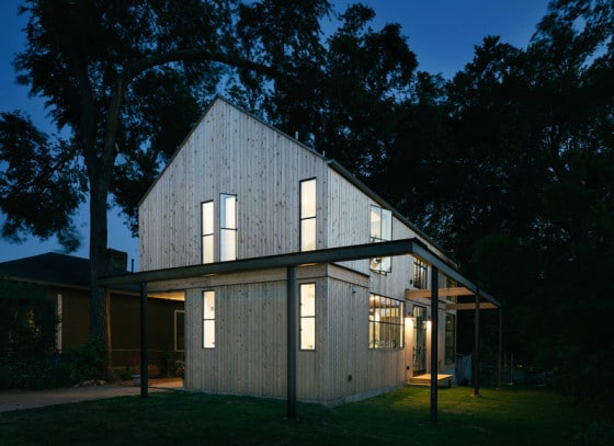Fachada se casa de campo de madera