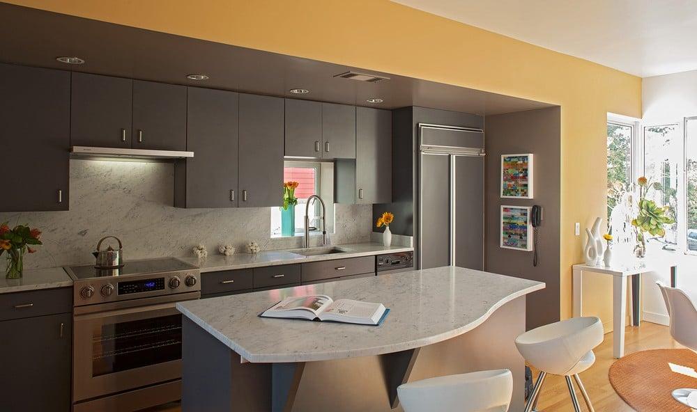 Dise o de casa ubicada en esquina moderna for Diseno de paredes interiores casas