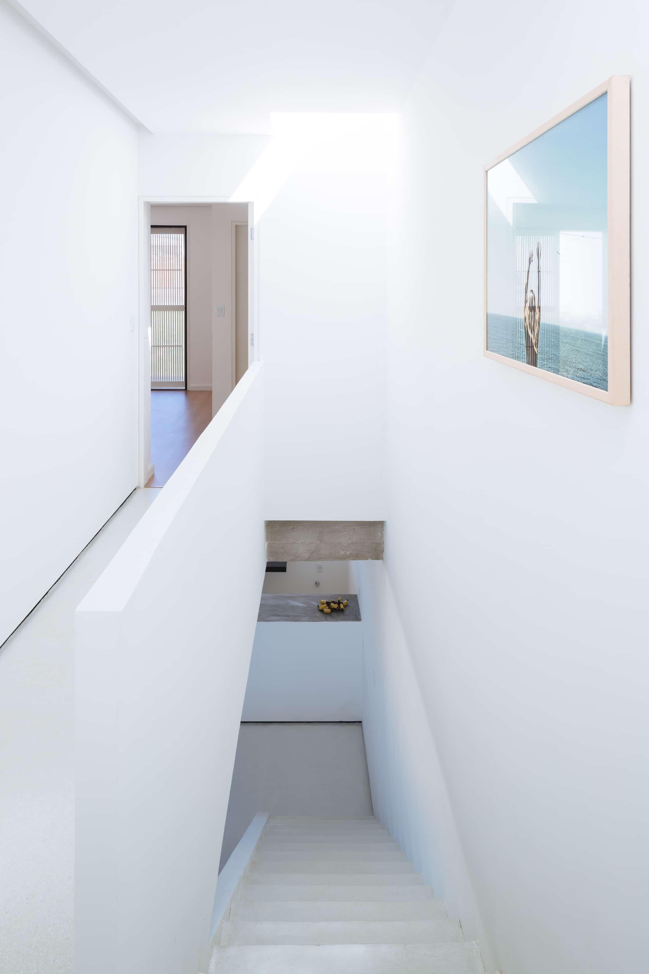 Sencilla casa de dos pisos con planos y dise o de interiores for Casa de una planta sencilla