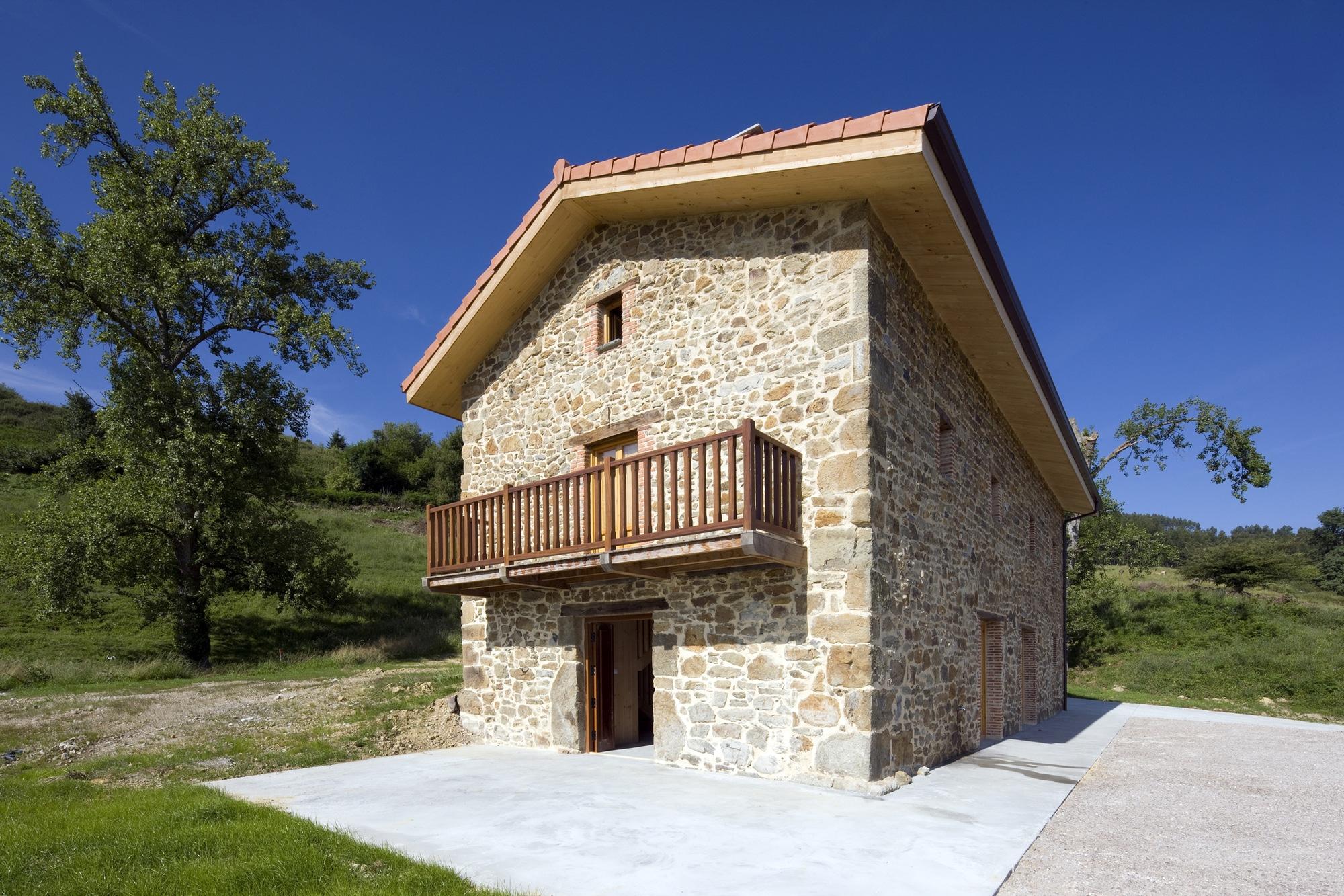 Dise o de casa r stica de piedra planos construye hogar - Casas de piedra gallegas ...