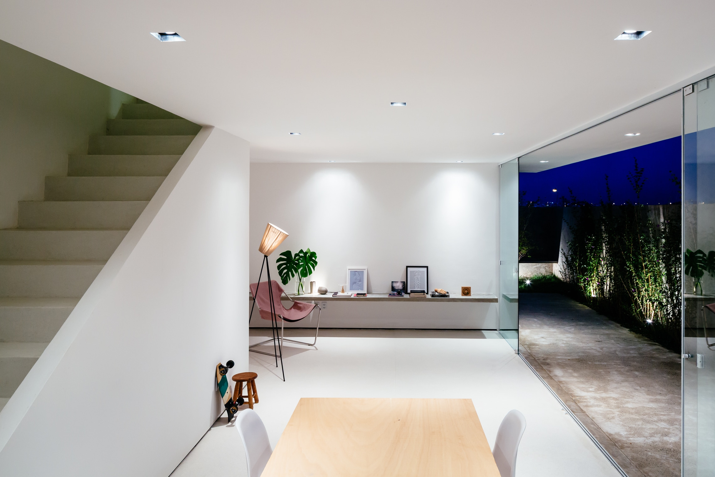 Sencilla casa de dos pisos con planos y dise o de for Decoracion de casas minimalistas pequenas