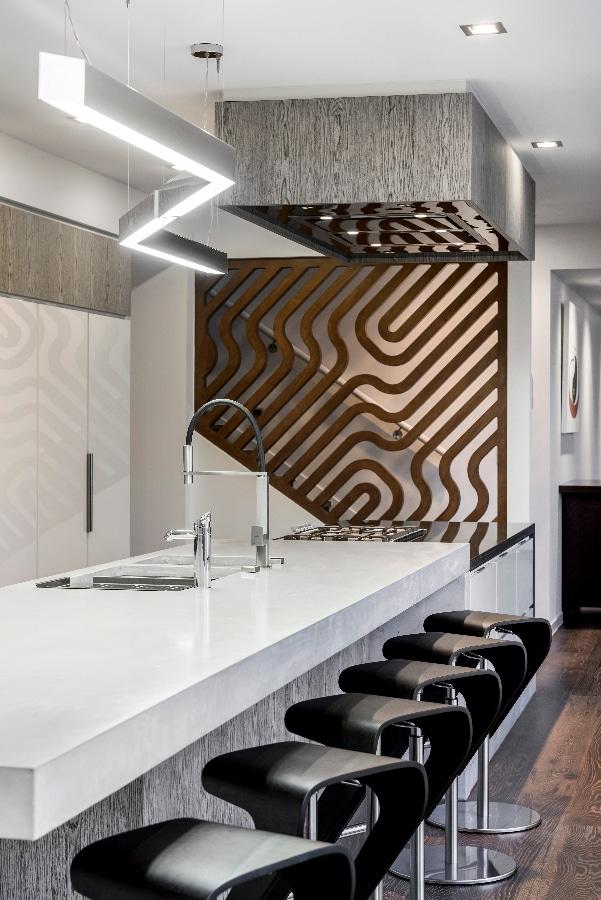 Detalles de dise o de una moderna cocina construye hogar for Taburetes de cocina de diseno