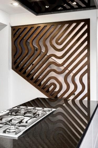 Detalles de pared con trabajos de madera