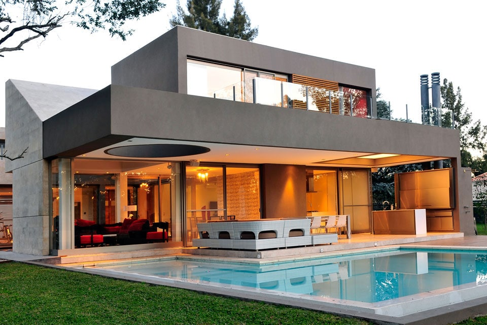 Planos de casa moderna de dos plantas fachada e interiores for Planos de viviendas modernas