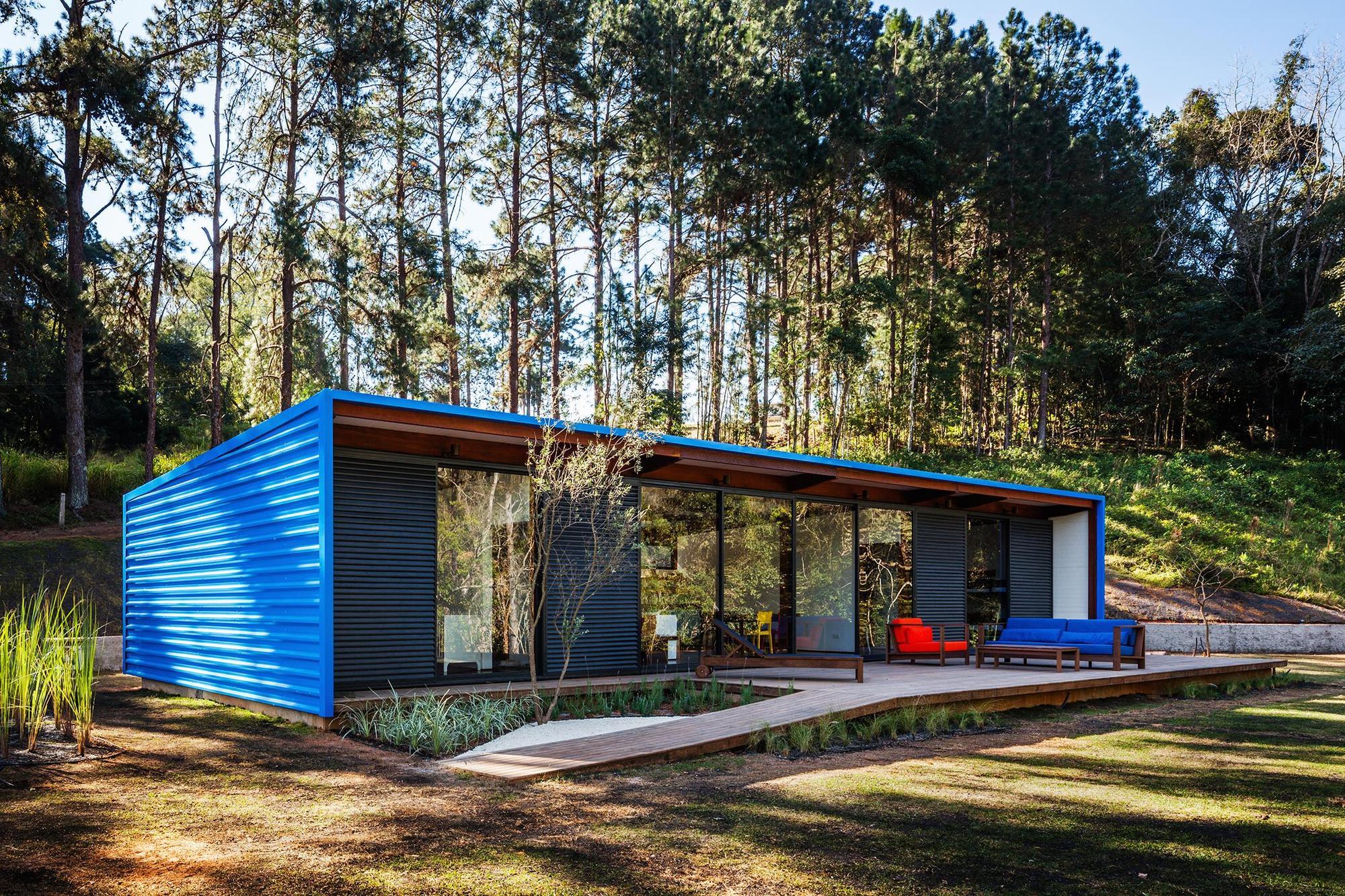 Dise o de casa peque a moderna fachadas y planos for Diseno de frente de casa pequena