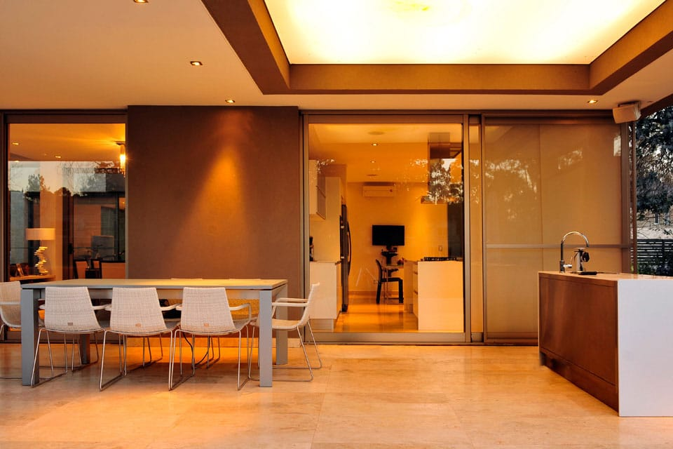 Planos de casa moderna de dos plantas fachada e for Disenos de cocinas comedor modernas
