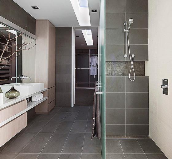 Diseño de cuarto de baño moderno con cerámica gris