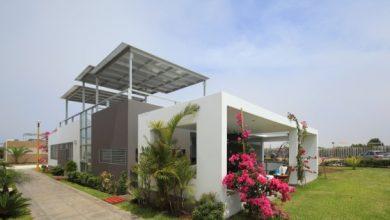 Photo of Diseño de casa de una planta con sótano y azotea con piscina, lineas simples de diseño en fachada