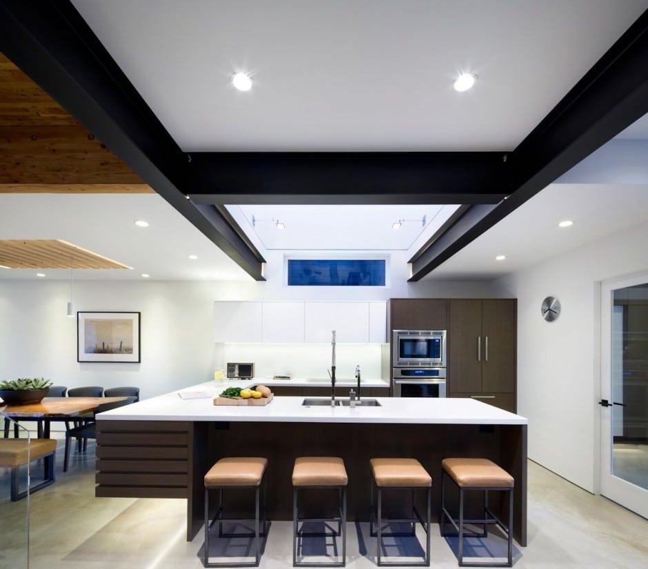 Fachada de casa moderna de dos pisos y dise o de - Cocinas exteriores modernas ...